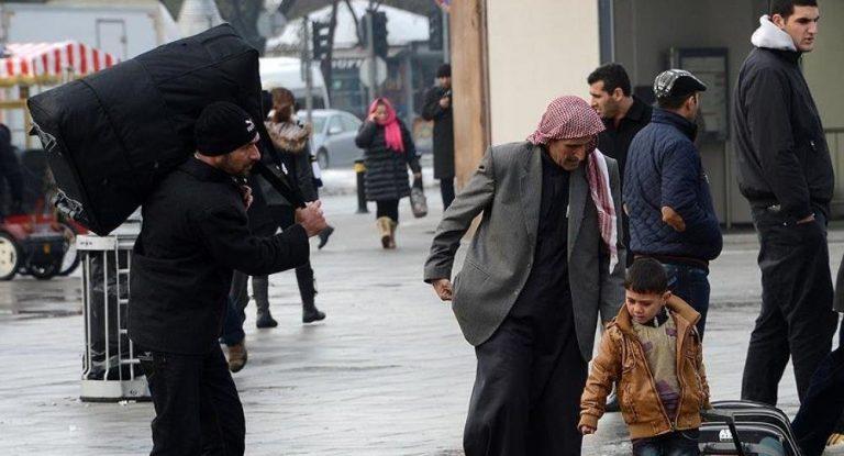 Suriyelilere vatandaşlık vermek son günlerin tartışma konusu.