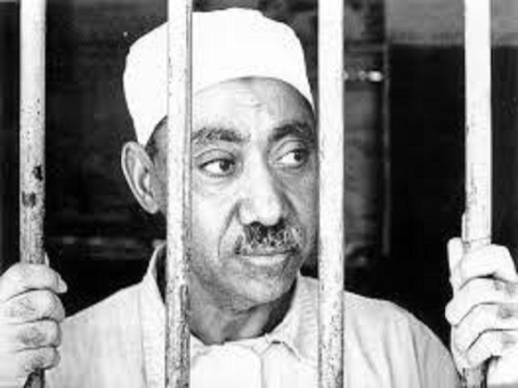 Seyyid Kutb ve bir grup İhvan, Nasır'a karşı suikast düzenleme iddiasıyla yakalanıp hapsedilir.