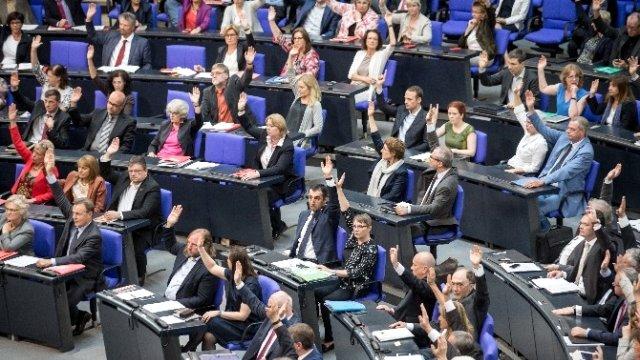 Alman Parlamentosu sözde Ermeni soykırımını tanıdı.