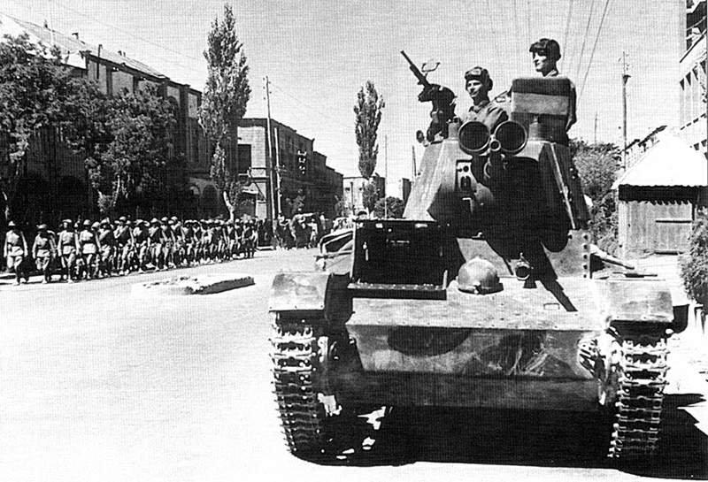 Sovyet tankları Tebriz'de