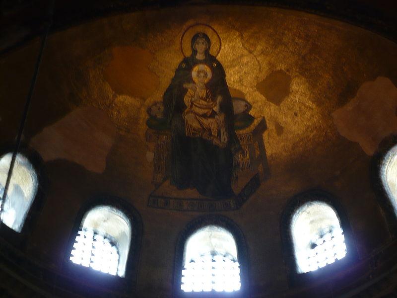 """Ayasofya'nın içerisindeki """"Meryem Ana ve Bebek İsa"""" mozaiği"""
