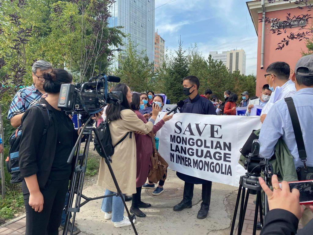 Moğolistan Devlet Üniversitesi önündeki 3 Eylül 2020 tarihindeki protestodan bir görüntü