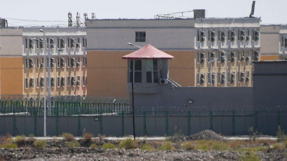 Eğer Çin'in verdiği rakamlarla hesaplarsak yaklaşık 8 Milyon Doğu Türkistanlı kampa alınmıştır.