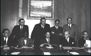 Soykırımı Önleme Sözleşmesi'ni onaylayan dört ülkenin temsilcileri