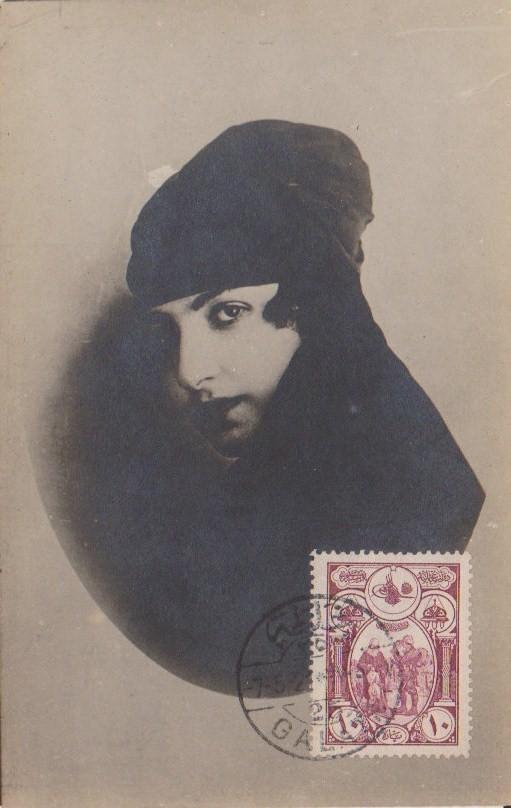 7 Mayıs 1921 tarihli ve arkası yazısız kartpostaldaki meçhul genç kız
