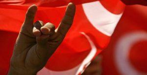 Almanya bozkurt işaretini yasaklıyor