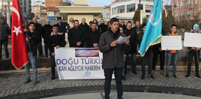 Kırklareli Ülkü Ocakları üyeleri Çin'in Uygur Türkleri'ne yönelik insan hakları ihlallerini protesto etti.