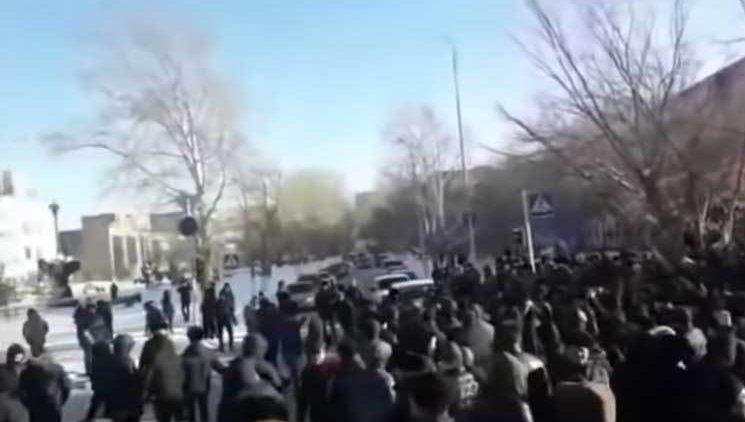 Kazakistan'da Ermeniler protesto ediliyor