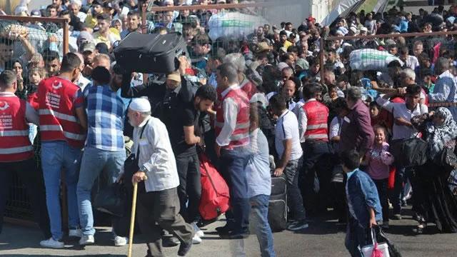 """Bayram ziyaretinde memleketlerine giden Suriyeli """"sığınmacılar"""""""