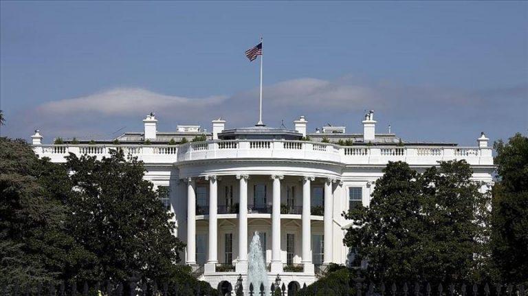 ABD'de Başkanın Pek Çok Kamu Görevlisini Atama Yetkisi, Senatonun Onayına Tâbidir; Amerika Birleşik Devletlerinde bu usûlle atanan iki bin civarında kamu görevlisi vardır. Dolayısıyla ABD'de Başkanın, kamu görevlisi atama yetkisi sınırsız değildir; Senatonun onayına tabidir; Başkan Senato ile uzlaşmak zorundadır.