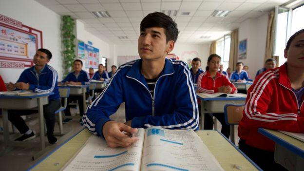 Doğu Türkistan'daki Uygur ve Kazak Türklerine karşı kullanılan beyin yıkama teknikleri