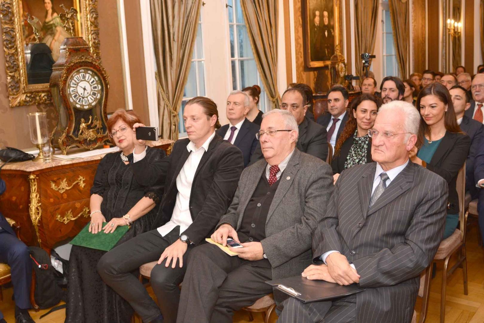 Mandoki Kongur ve Badrutdin 09 Aralık 2019'da Budapeşte'de anıldı. TÜRKSOY, Türk Konseyi, Yunus Emre Enstitüsü, Türkiye, Azerbaycan ve Kazakistan büyükelçiliklerinin iş birliğiyle düzenlenen toplantıda ben de bir şeyler söyledim. Kongur'un bulduğu atalardan kalan duayı okuyarak onun ruhu önünde eğildik.