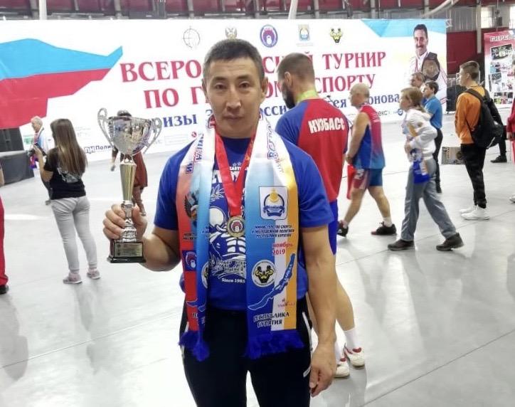 Saha Türkü giryada şampiyon oldu
