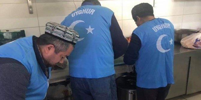 Uygurlar deprem bölgesinde soydaşlarına yardım ediyor