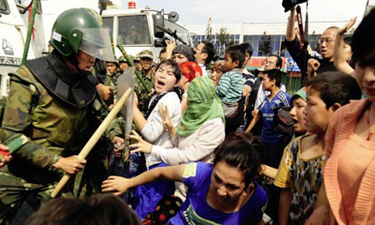 Doğu Türkistan'da yapılan zulmü göstermek
