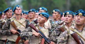 Kırgızistan'da Anavatanı Savunma Günü kutlanıyor.