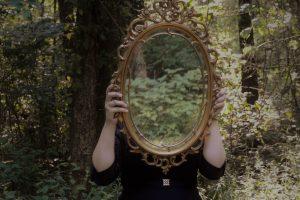 Ayna'ya Düşen Aşk