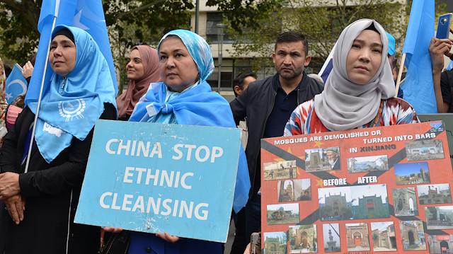 Uygur Türkü gencin ailesi hapse atıldı
