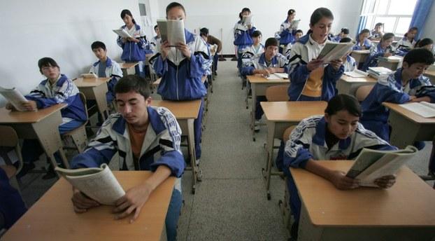 Uygur Türklerinin lisesine Çince müfredat zorunluluğu geldi