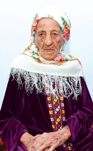 Dünyanın en uzun yaşayan insanı bir Türkmen kadını