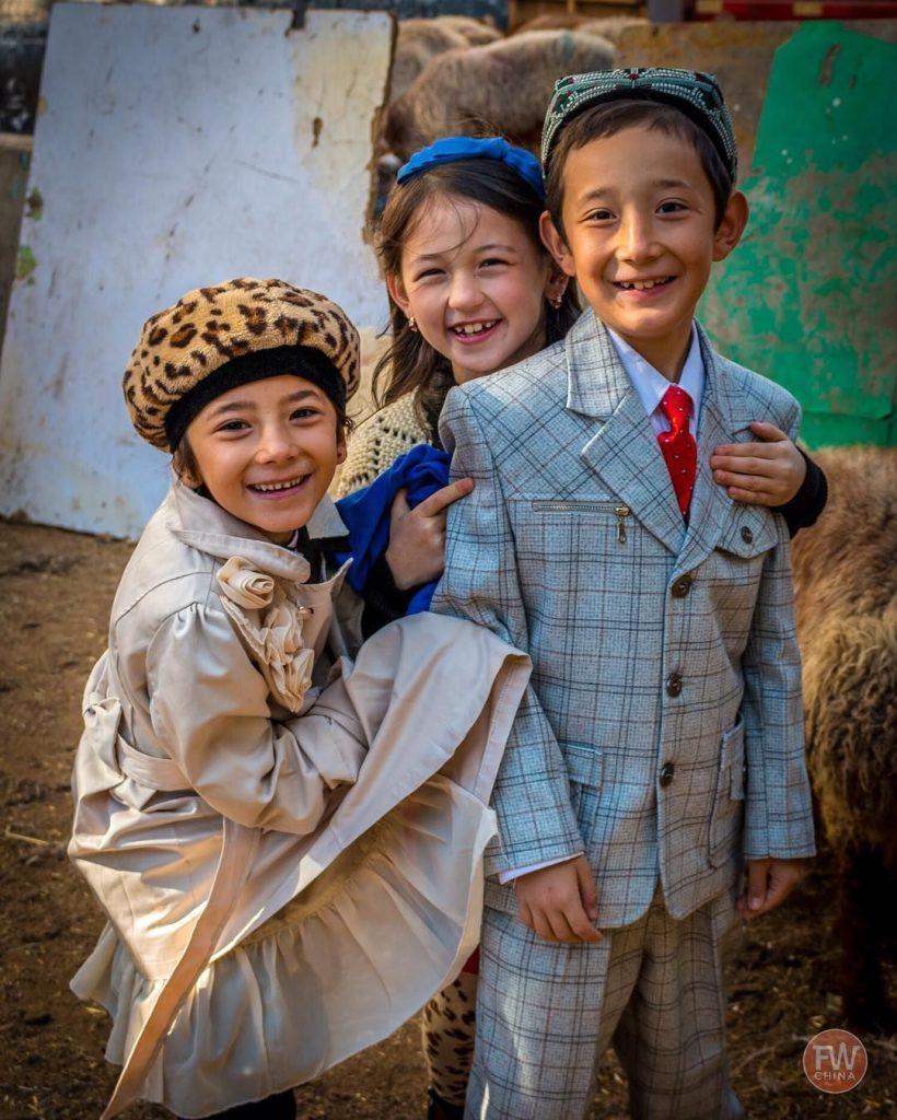 Çin Uygur Türklerinin ailelerini parçalıyor.
