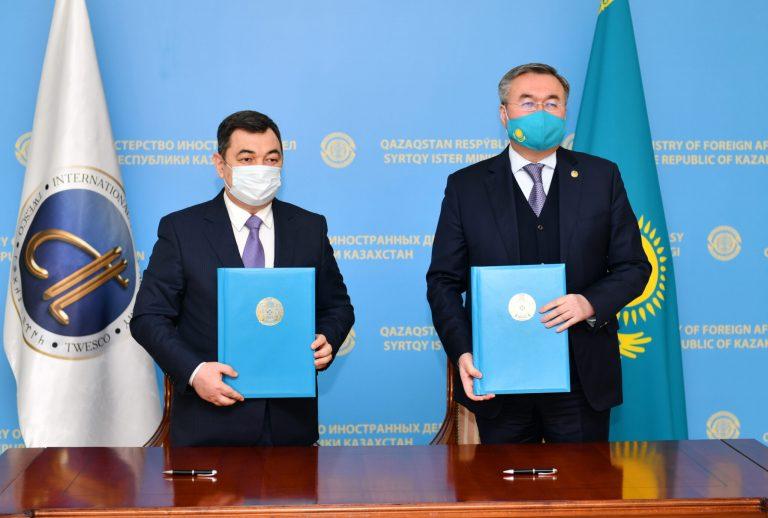 Türk Akademisi Başkanı Darhan Kıdırali ile Kazakistan Cumhuriyeti Dışişleri Bakanı Muhtar Tilevberdi