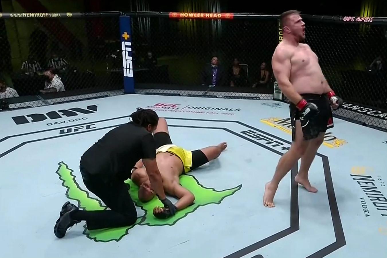 Aleksandır Romanov UFC maçını kazandı