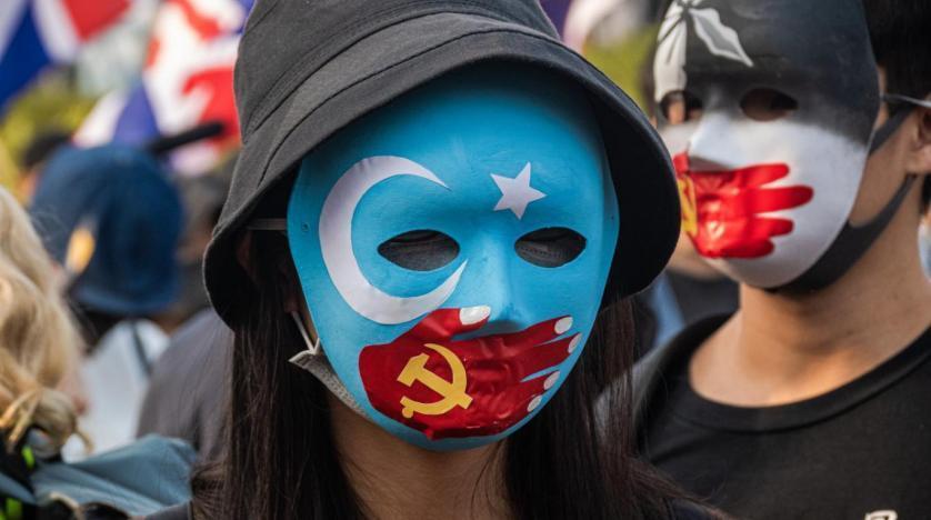 Çin Uygur Türklerine dijital soykırım uyguluyor