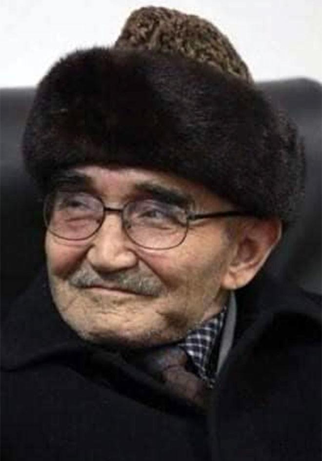 Uygur Türkü tarihçi yazar