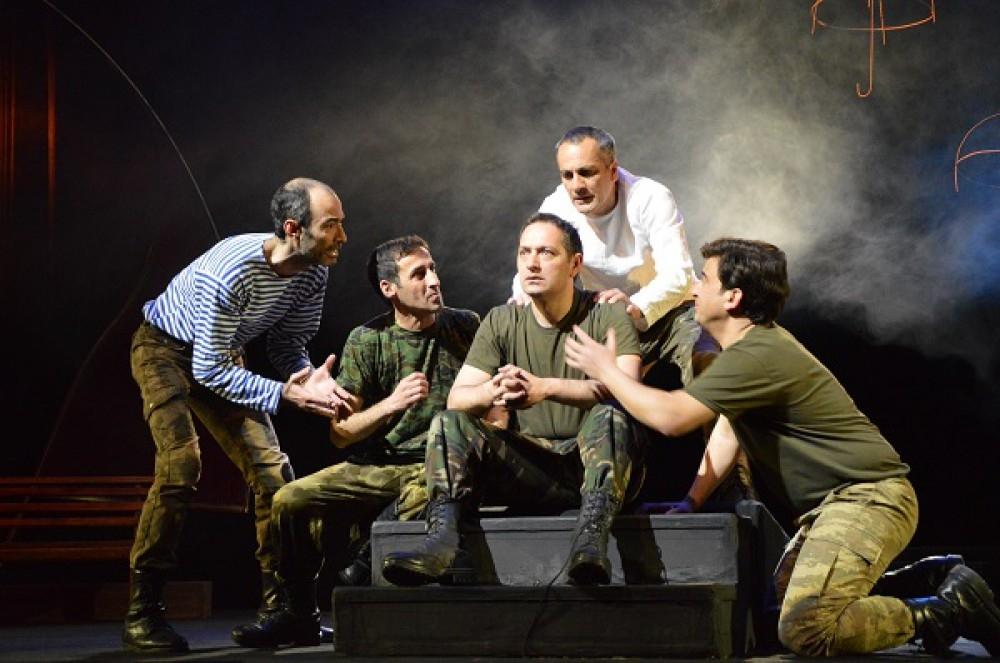 Azerbaycan Genç Seyirciler Tiyatrosu'ndan 20 Yanvar'ın yıldönümünde çevrim içi gösterim