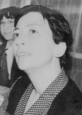 Emine Işınsu'nun biyografisi