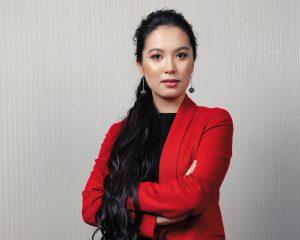 Ünlü satranç oyuncusu Dinara Saduakasova satrançta altın madalya aldı